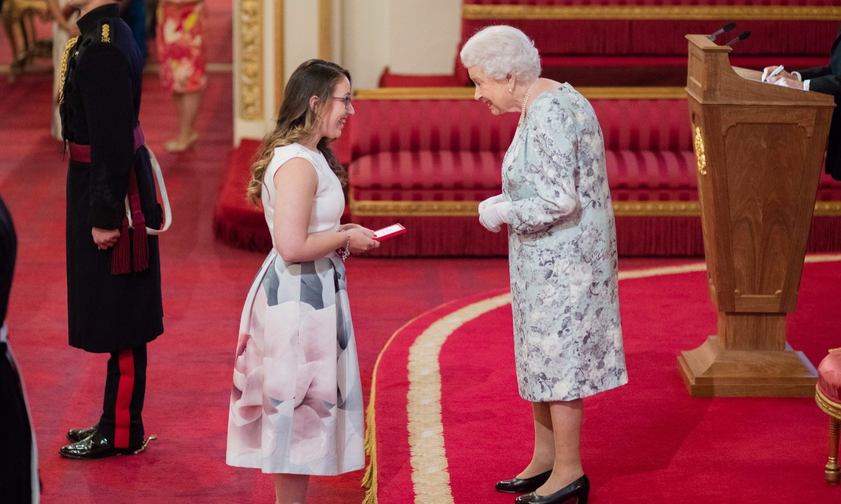 Madeleine Buchner receives her Young Leaders award from Queen Elizabeth II.