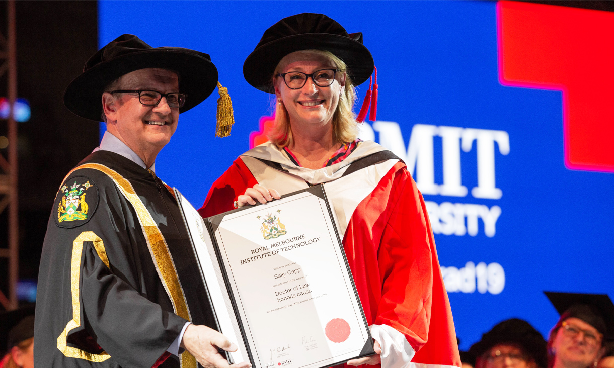 L-R: RMIT Chancellor Ziggy Switkowski and City of Melbourne Lord Mayor Sally Capp at the RMIT graduation ceremony